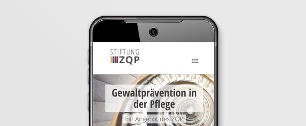 Smartphone mit Startseite Gewaltpräventionsportal