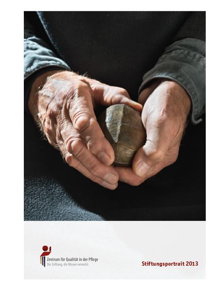 Titelblatt Stiftungsportrait 2013 mit Händen einer älteren Person